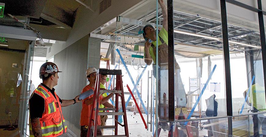 Glaziers Local 718 Finishing Salesforce Tower - Organized Labor